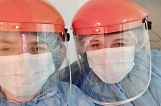 Docs in beekeeper suits: EU team helps the Dolyna hospital